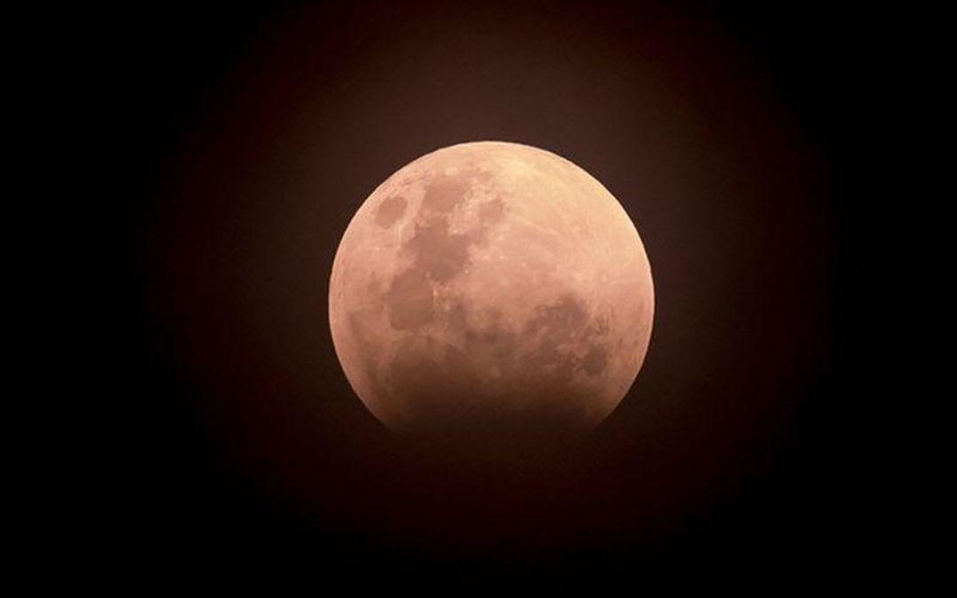 Delvis måneformørkelse i kveld